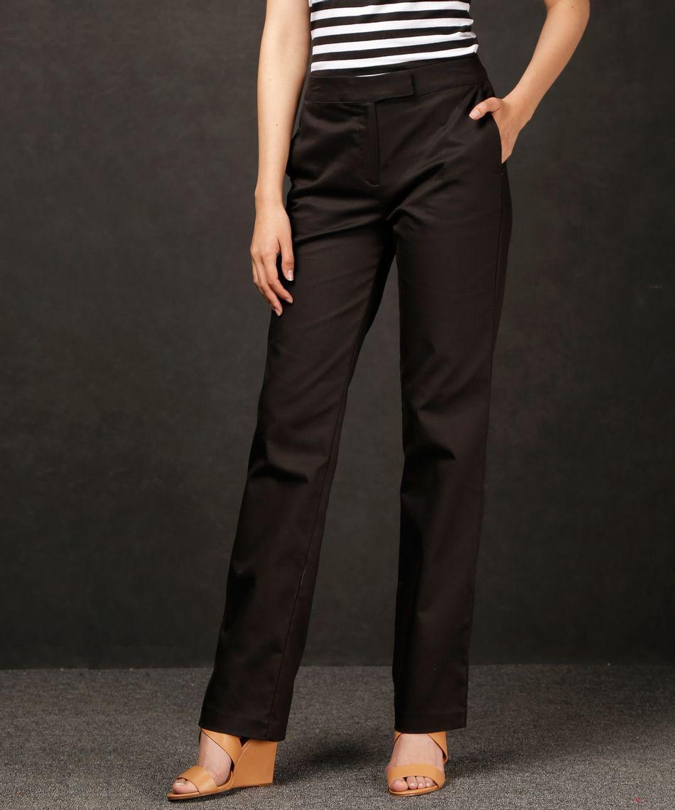 Un pantalones de vestir mujer de tela en gris clarito puede ser genial combinado con una blusa vaporosa de color lila. Los colores vivos te tus pantalones, combinados con los colores pasteles para las partes de superiores, son combinaciones originales que .