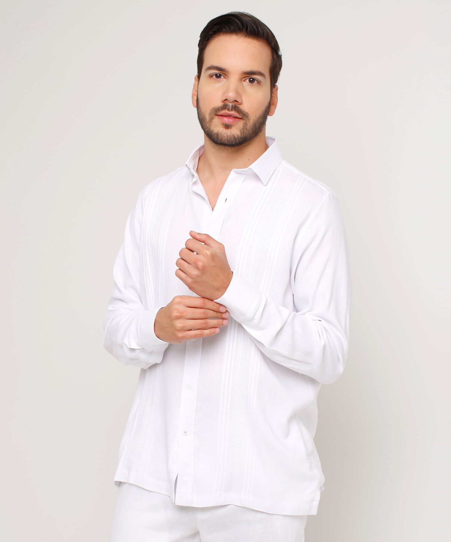 d903217d83 Guayabera Manga Larga Con Sutil Bordado En Color Blanco 44030263 - Patprimo